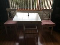 Compact white extendable table and 2 matching chairs