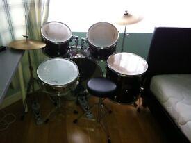 Millenium Drum kit (dark red)