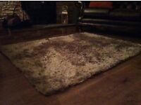 Crea/brown rug