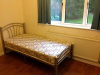 A very nice single room with lots of ward robs inc all bills only paying 2 weeks deposit pcm £400