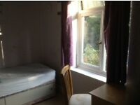 Large Single Room to let, Camberley