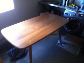 Ercol Windsor Plank Table and four Goldsmith Chairs in good condition