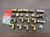 17 BRASS PLUMBING ELBOWS STRAIGHT COUPLINGS STOP ENDS OLIVES ETC PLUMB BATHS BASIN SINKS