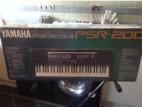 Yamaha PSR-200 Electronic Keyboard With Crocodile Stand