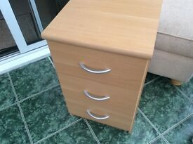 Light veneer wood bedside cabinet