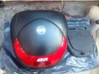 Givi Motorcycle top box and plate