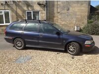 VOLVO V40 - for spares or repair
