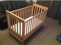 Mamas & Papas baby metro cot with mattress and fitted sheet