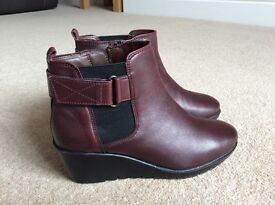 Ladies leather ankle boots new/unworn size 4