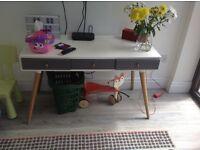 Helia Style Scandinavian Desk