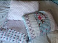 Bed throw/quilt & cushions