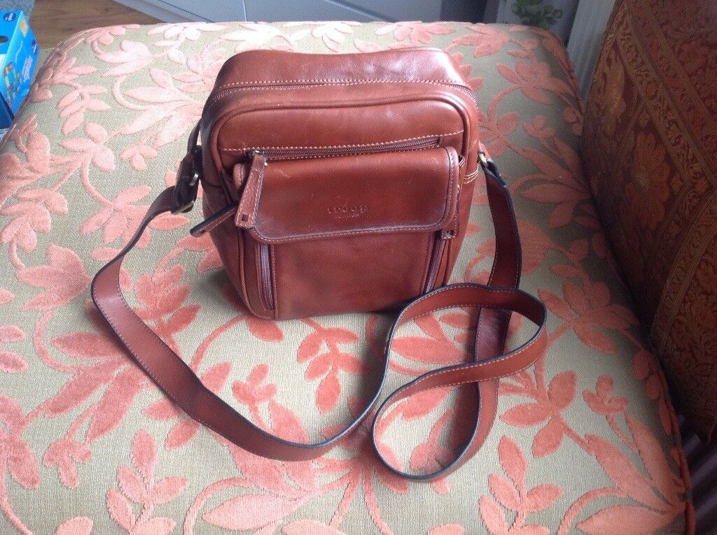 MAN BAG.NEW .BROWN LEATHER .Make :TROOP of LONDON .SIZE 10inc(26cm) x8ins (20ins)