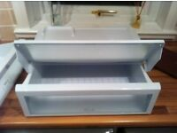 Hotpoint FF220 fridge drawers and shelves