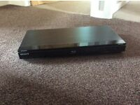 Blu-ray Disc/ DVD Player