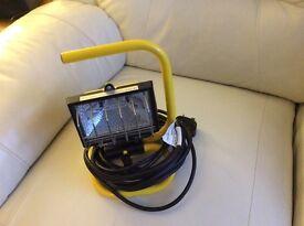 Kingavon mains portable 150 watt halogen floodlight.