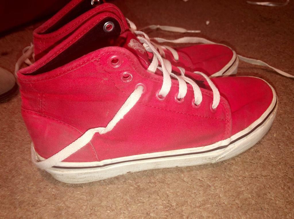 257abfa80f4 Red Vans