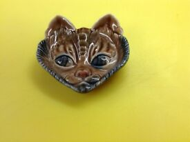 Cat's head by Wade
