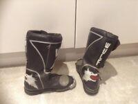 WULF bike boots