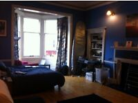 Large double room available in spacious 4 bedroom flat on Bruntsfield Place