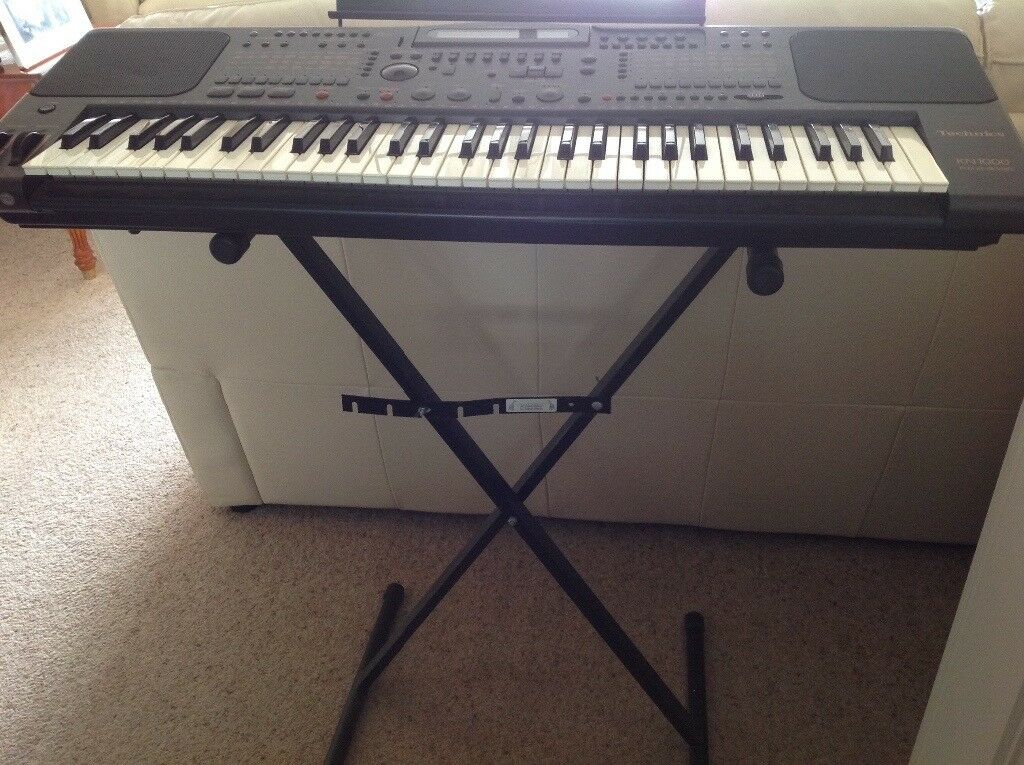 Technics KN1000 keyboard with stand, excellent condition hardly used.