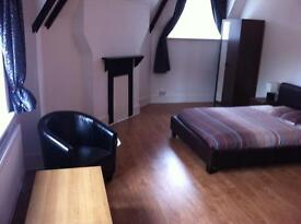 Large Studio flat all bills included, 18 min to Victoria