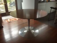 Circular Calligas table