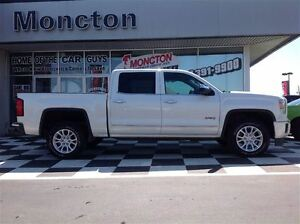 2015 GMC Sierra 1500 SLE All-terrain V8 Back-up cam/NAV