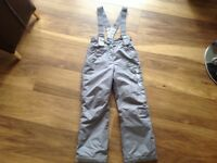 Girls grey ski trousers/sallopettes. Age 8-9. Excellent condition.