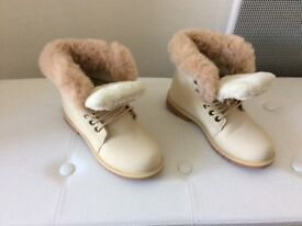 Ladies size 5 cream faux fur lined and faux trim boots