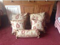 5 Matching cushions