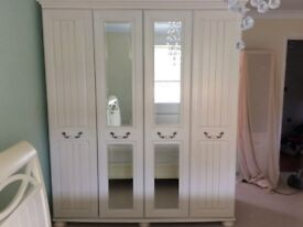 Kingston Signature 4-Door Wardrobe with centre mirrors