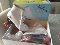 Perfect Xmas pressy white leather roller-boots retro style brand new