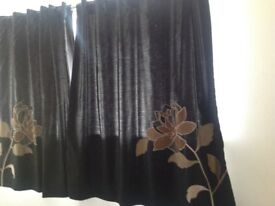 Curtains, pick up only please