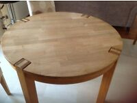 Solid Oak Dining Table, excellent condition.