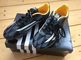 Adidas F10 Kids Football Boots / with studs / Size 3