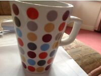 100 mugs cost £600 sell £100 perfect condition