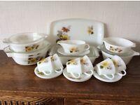 Pyrex casserole dishes & tea set
