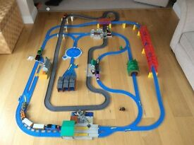 Thomas & friends ultimate road & rail train set - Extra trains and vgc