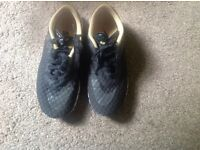 Nike men's/ boys trainers very good condition size 6