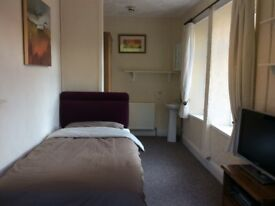 LOVELY FULLY FURNISHED BEDSIT ROOM FOR RENT, RISCA (NP11), £75 PW INCLUDES BILLS. AVAILABLE NOW.