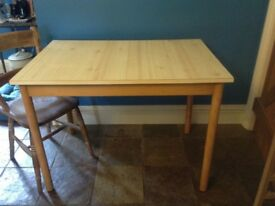 Vintage 70's pine Formica table. Light pine colour