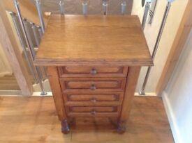 Oak chest of 4 drawers (medium oak colour)