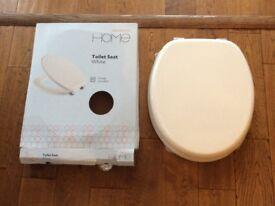 Sainsburys home white toilet seat new