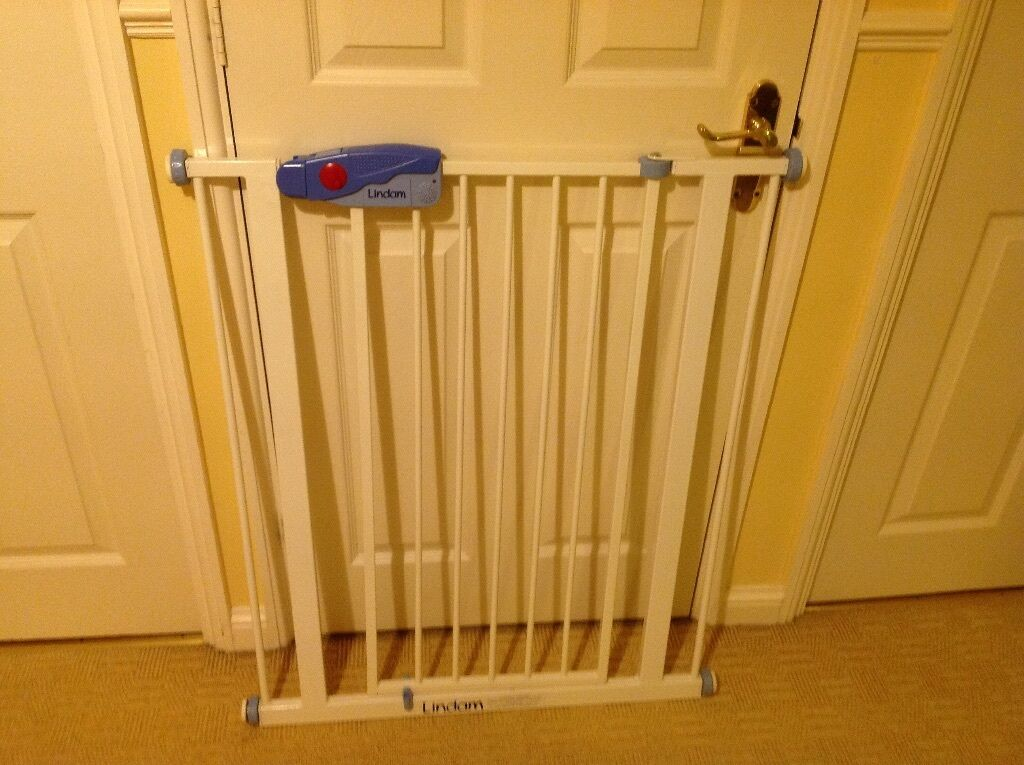 Lindam Easy Fit Tall Alarm Safety Gate In Bradley Stoke Bristol