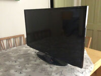 Samsung 32 inch smart TV, with remote.