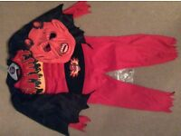 Devil Halloween Costume. Age: 5-7. Good condition.