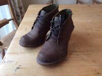El Naturalista brown shoes