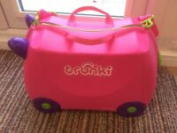 TRUNKI ride-on kids suitcase.