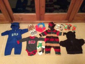 Various baby clothes (0-3months GAP, Carter and Vans)