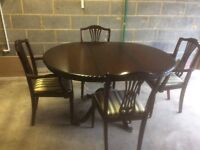 Extending Mahogany Round/Oval Dining Table and 4 Chairs (2 Carver Chairs)